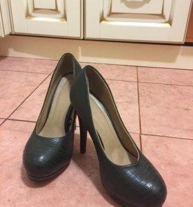 Туфли на высоком каблуке 38-39 р.