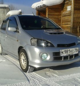 Daihatsy YRV 2001