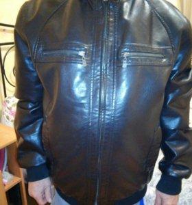 Демисезонная мужская кожаная куртка.