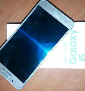 Телефон Samsung Galaxy J5