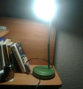 Настолная лампа