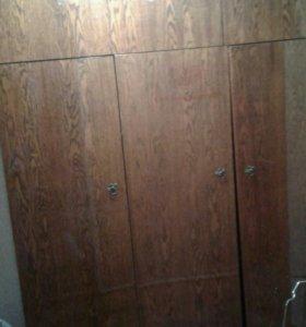 Шкаф платяной с антресолью