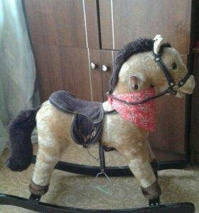 Игрушечный конь.