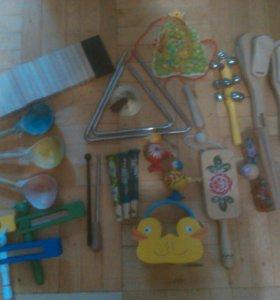 Музыкальные , развиваюшие игрушки .