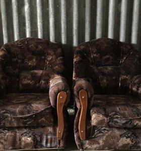Два кресла в отличном состоянии( цена за одно)
