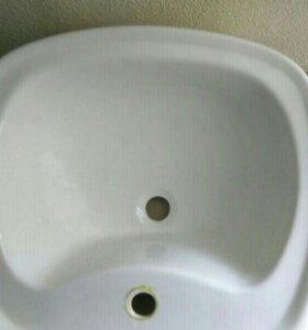 Раковина в ванную комнату.