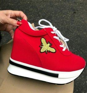 Красные кроссовки от 34 до 38