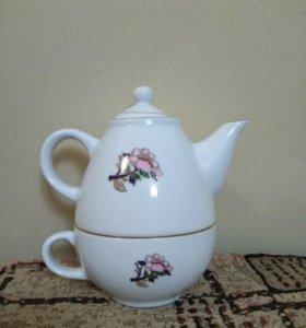 Чайник с чашкой