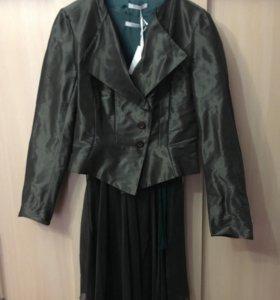 Нарядный костюм (Италия) новый