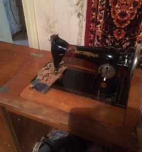 Швейная машина кабинетная падольская г1957