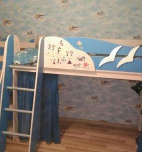 Кровать-чердак,с игровой зоной кораблик.