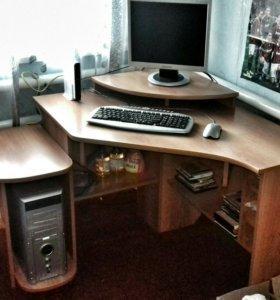 Компьютер и стол