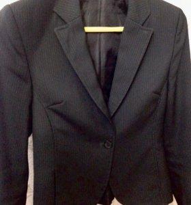 Пиджак фирменный женский полуприталенный