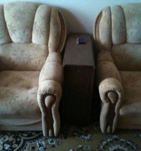 Угловой диван и 2 кресла
