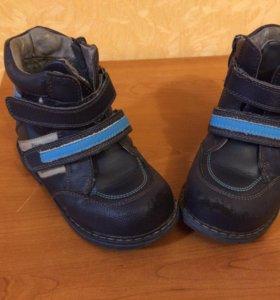 Ботинки демисезонные для мальчика фирмы Barkito