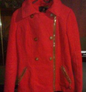 продаётся пальто,