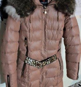 Зимнее пуховое пальто с натуральным мехом