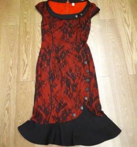 Красивое платье р. 44