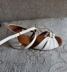 Туфли для бальных и спортивных танцев