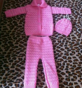 Вязаный костюм на девочку до года