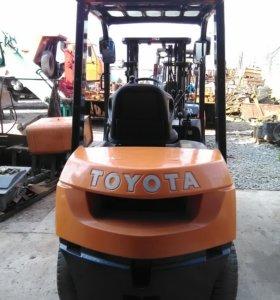 Вилочный погрузчик Toyota 7FG25