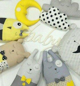Подушки-игрушки, бортики в кроватку