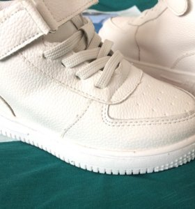 Новые кожаные кроссовки 29 размер