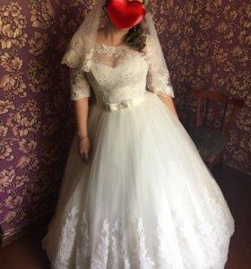 Свадебное платье кружевное новое.