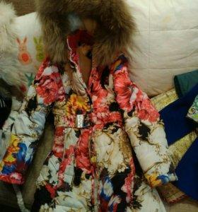 Пальто , зимние пуховики для девочек