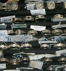 Крестики,цепочки,кулончики,кольца.