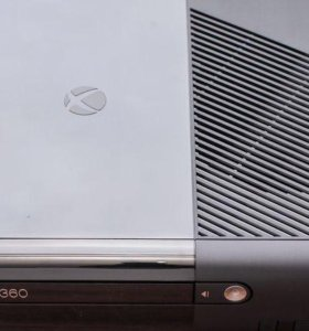 ХBOX 360 + Два геймпада + игровые диски