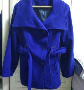 Новое шерстяное пальто, 78% шерсти.
