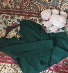 Платье зеленого цвета отличного качества