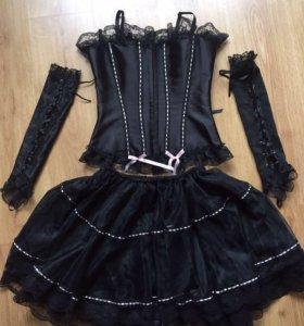 Корсет, пышная юбка, длинные перчатки