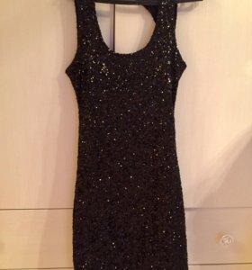Чёрное платье в пайетках
