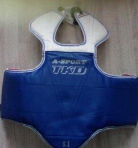 Продам защитный жилет + 2 пояса  тхэквондо