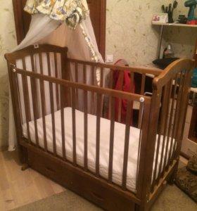 Детская кроватка с матрасиком и балдахином