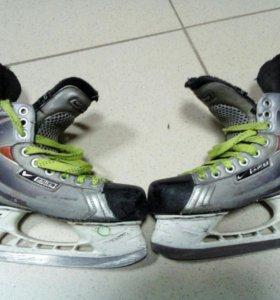 Коньки хоккейные размер 35
