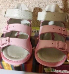 Туфли открытые для девочки.