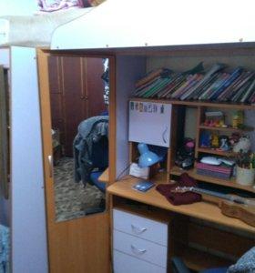 Уголок школьника , стол , кровать ,шкаф , лестница