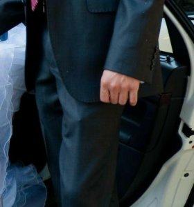 Мужской костюм в идеальном состоянии