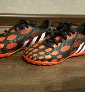 Футбольные бутсы adidas р. 32
