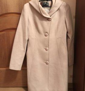 Пальто женское, приталенное,  44 размер