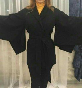 Пальто демисезонное, черное, р-р 42-44