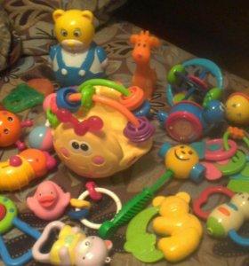 погремушки и игрушки от 0