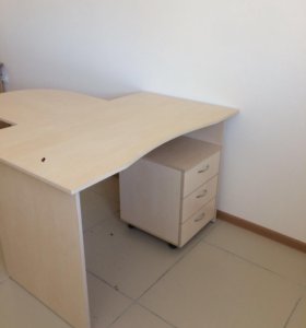 Столы офисные компьютерные