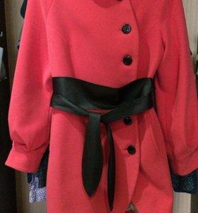 Пальто демисезонное с кожаным поясом!