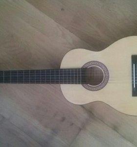 Гитара настоящая , маленького р-ра.