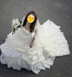 Изысканное платье со шлейфом