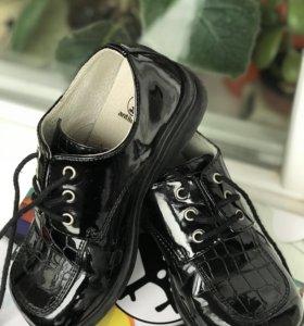 Ботинки чёрные лак